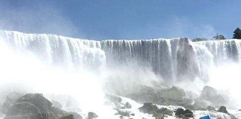 The-Niagara-Falls-are-6-hour-drive-from-Northeastern-University